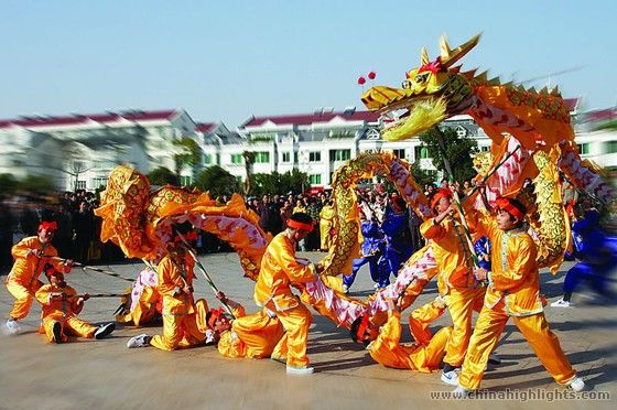 chinese new year and american new The chinese new year, which falls on feb 8 this year and lasts 15 days, suggests a different menu whether you're superstitious or just in a celebratory mood, you can pack in the oranges, long noodles, dumplings, and sweets.